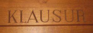 Geschnitzter Türsturz im Kloster Cazis, Bild: Sr. M. Manuela Gächter